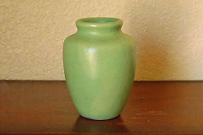 Gorgeous Vintage Camark Art Pottery Cabinet Vase Matte Frosted Green #117