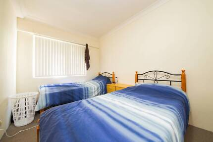 GORGEOUS TWIN SHARED ROOM FOR ONE MALE ROOMIE