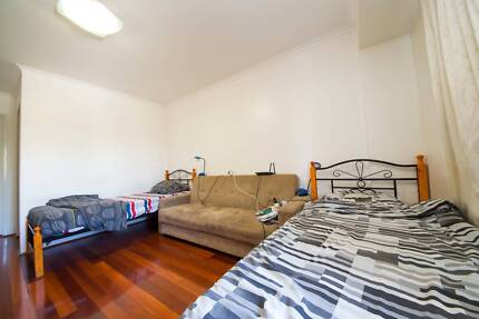 ROOMSHARE FOR 1 FEMALE ROOMIE IN PYRMONT