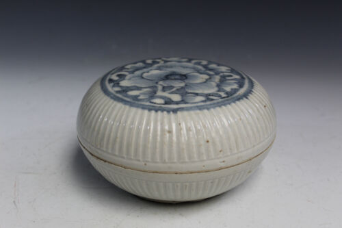 Chinese Blue and White Porcelain Box. Ming period.