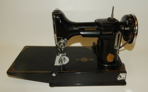 1934 Singer Featherweight 221-1 Sewing Machine with Case & Accessories