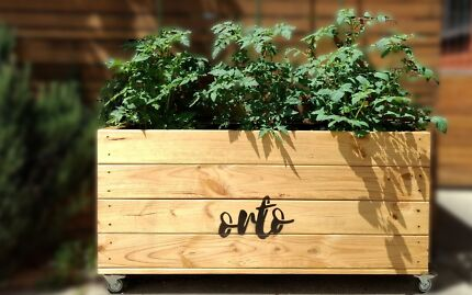 Orto self watering planter box with wicking bed included