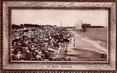 GREAT YARMOUTH -  THE BEACH  B&W POSTCARD.