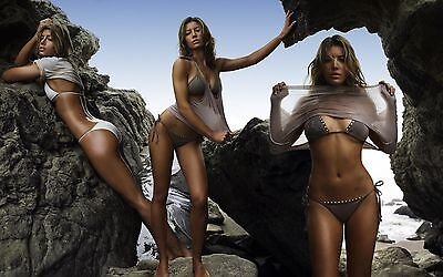 Jessica Biel Unsigned 8X12 Photo  95