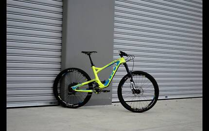GT SENSOR CARBON TEAM MOUNTAIN BIKE