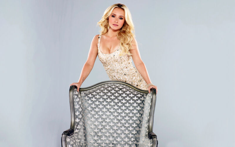 Glossy Photo Picture 8x10 Hayden Panettiere Leaning On The Chair