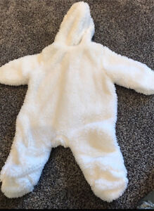 BRAND NEW Baby Bunting suit (size 0-3 months)