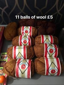 11balls of knitting wool new never used