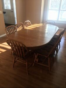 Beautiful Solid Oak Dining Table With 8 Chairs