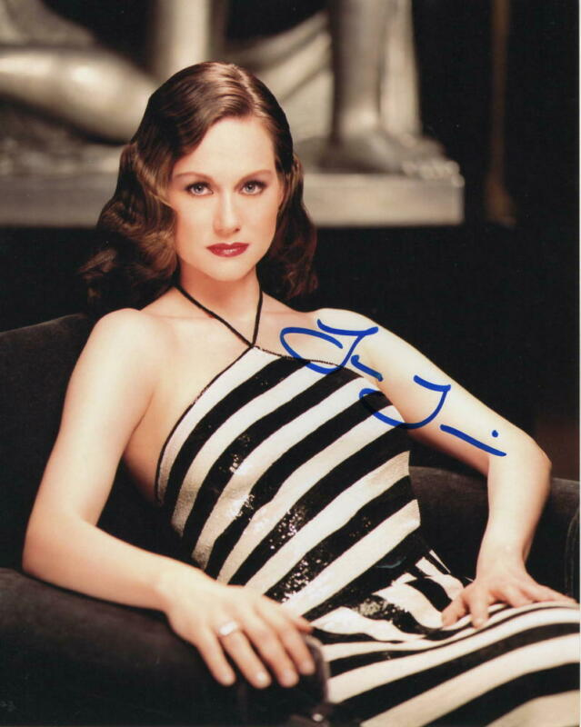 LAURA LINNEY SIGNED AUTOGRAPH 8x10 PHOTO - OZARK, THE BIG C, LOVE ACTUALLY