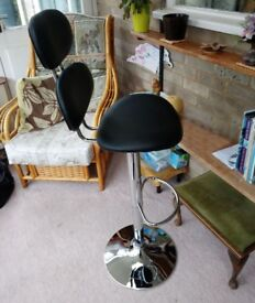 New Bar Stool for sale with Lift & Lower lever - never used