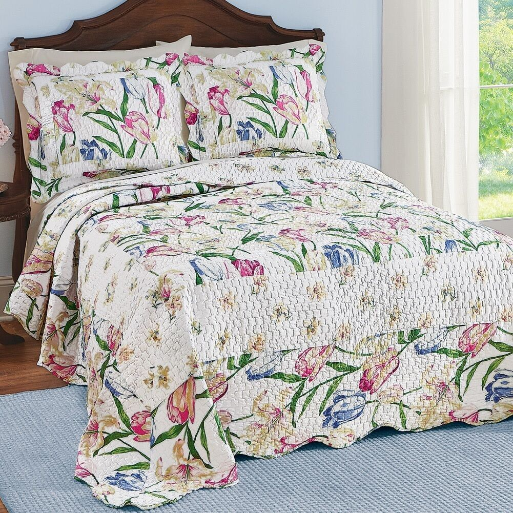 Amelia Reversible Quilted Floral Print Bedspread in Full or