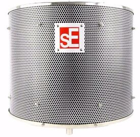 sE Electronics : Reflexion Filter PROWith Adam Hall S 5 BE Stand