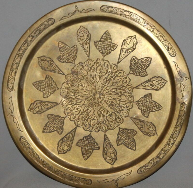 ANTIQUE ISLAMIC BRASS FLORAL ENGRAVED WALL HANGING PLATE