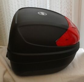 GIVI Monolock TOP BOX plus Universal GIVI BASE PLATE and MOTORCYCLE RACK, Brand New.