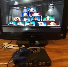Nintendo 64 N64 Console 1 Game WWF War Zone, controller and AV cable
