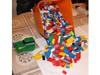 Lego. Approx 2.5 Kilos of early 1980 mixed pieces.