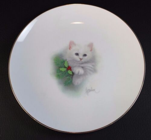 OTAGIRI 8 INCH PLATE BY BOB HARRISON White Kitten and Holly Christmas