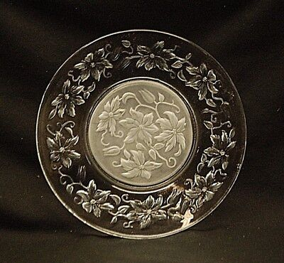 """Fantasia Princess House 8"""" Poinsettia Luncheon Salad Plate Clear Frosted Center"""