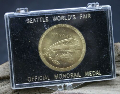 1962 SEATTLE WORLDS FAIR OFFICIAL MEDAL WORLDS FIRST MASS TRANSIT MONORAIL -L2K2
