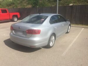 2012 Volkswagen Jetta Highline loaded! Leather, NAV, roof etc