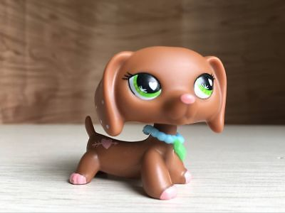 Littlest Pet Shop LPS Toys #556 Gift With Pink Hearts Valentine Dachshund Dog
