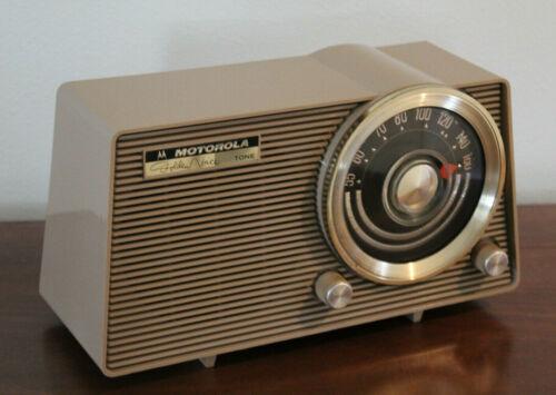 Motorola Model A12N 7 Tube AM Radio Golden Voice (1960) Mocha