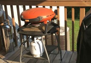 Napoleon BBQ and Stand 5Lb full gas tank included