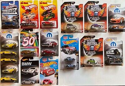 AN ASSORTMENT OF 17 HOT WHEELS CARS IN THEIR SEALED PACKAGING (NEW)