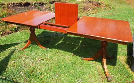 Vintage dinning room suit Table &; 8 chairs
