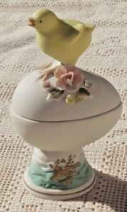 VINTAGE-1950-039-s-LEFTON-HAND-PAINTED-BISQUE-BABY-CHICK-ON-EGG-TRINKET-BOX-JAPAN