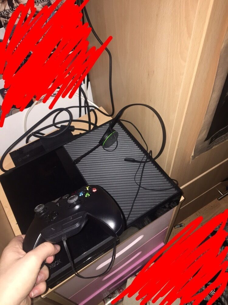 Xbox One with Controller and Microphone - less than 1 year old, perfect condition