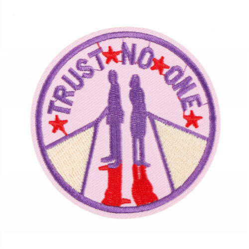 1pc trust no one Iron On Patches Embroidered Sewing Patch Clothes Stickers TDCA