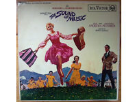 Rodgers & Hammersteins The Sound Of Music/Julie Andrews mono LP/record/vinyl 1965 + book. £8 ovno.