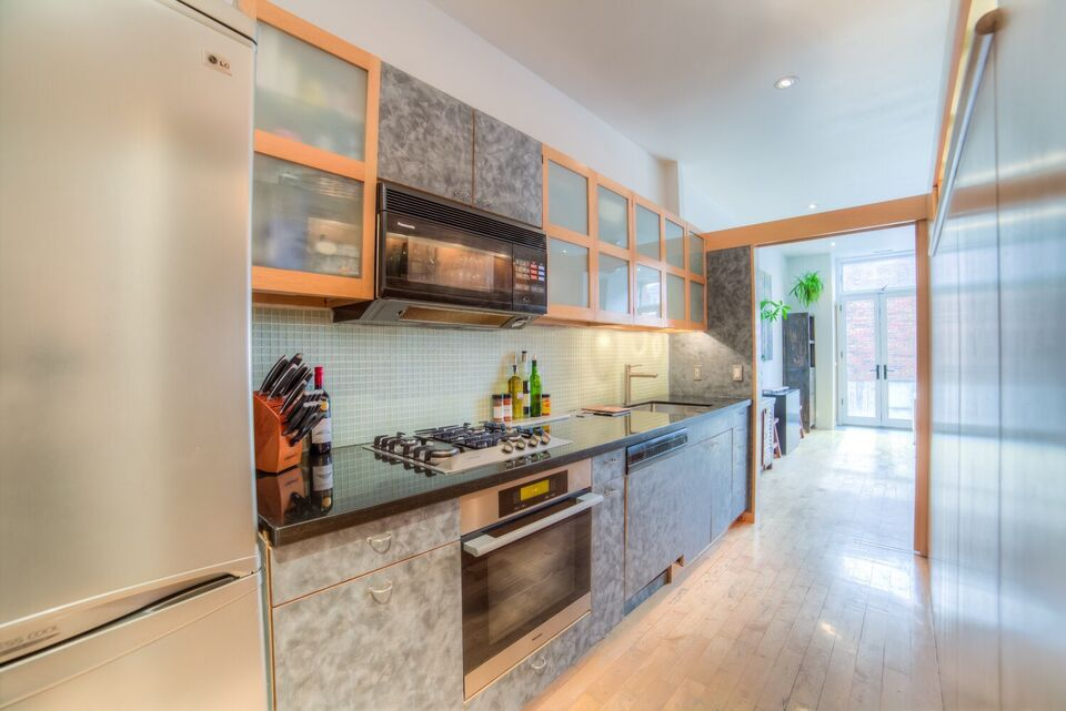 Amazing Loft With Fireplace And Backyard In Trendy Queen West