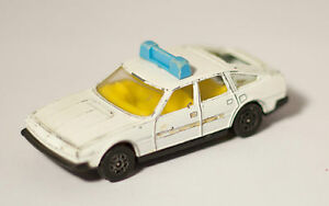 CORGI-ROVER-3500-POLICE-CAR-IN-WHITE-OPENING-BOOT