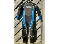 Childs medium wetsuit 7 to 10