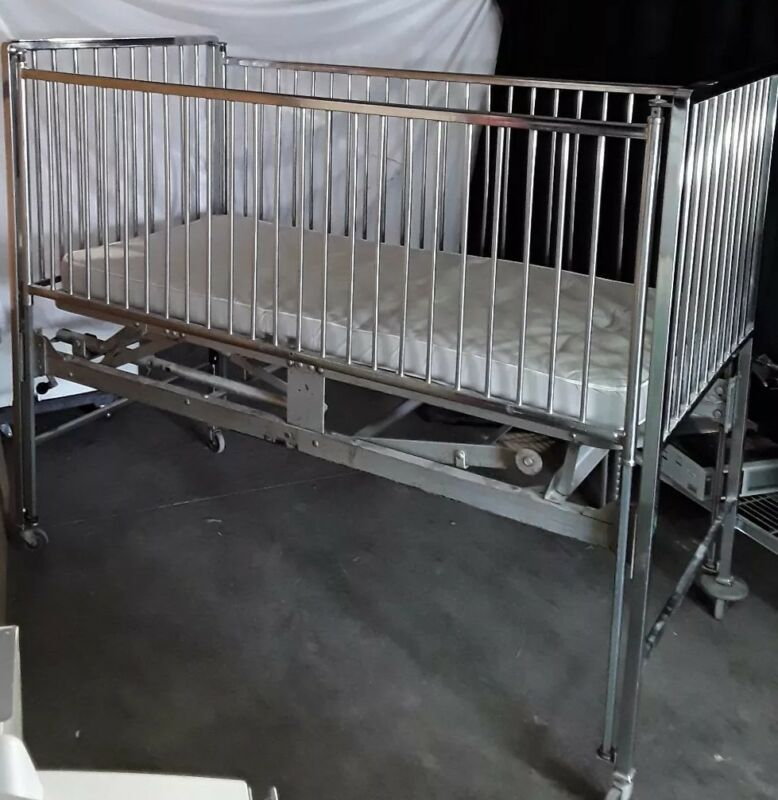 Simmons Stainless Steel Baby Crib Medical /OR Pediatric