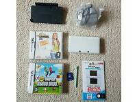 3DS WHITE WITH BOX AND GAME