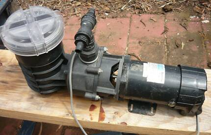 Waterco Duroflow 1100w pool and spa pump