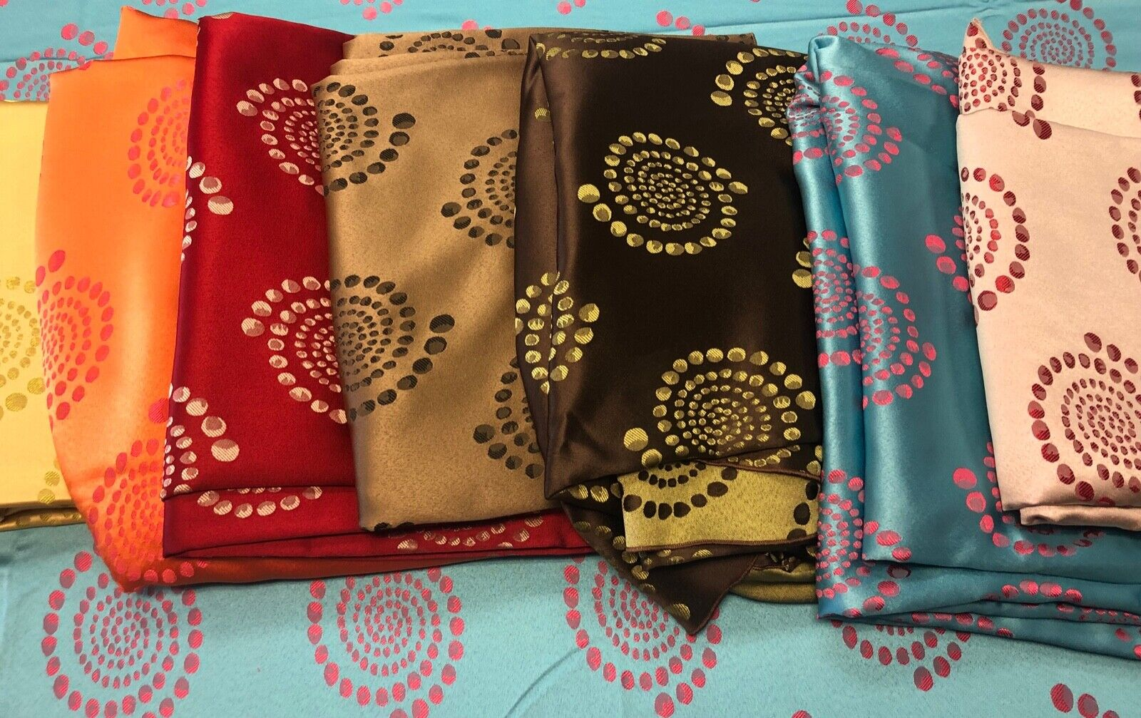 Beautiful Tablecloth for Parties Polyester Many 120 inch Rou