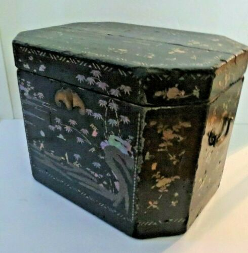 Large 1820s Chinese Lac Burgaute Abalone Shell Inlaid Trunk Tea Box Chest
