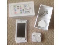 iPHONE 5s - LIKE NEW - WHITE/ SILVER - VODAFONE - INCL BOX, CHARGER, EARPHONES, SIM TOOL