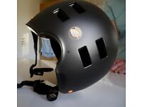 Mongoose Urban ABS Cycle/Sports Helmet (Size 60 62cm) - 'As new' Condition