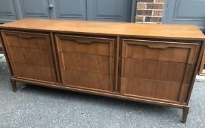 Mid Century Modern 6-Drawer Dresser w/Mirror - Walnut