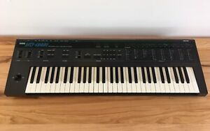 Korg DW 8000 synthétiseur/synthesizer