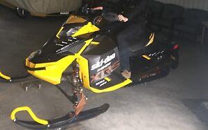 2013 SKIDOO MXZ XRS 800