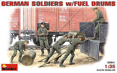 MINIART #35041 WWII German Soldiers w/Fuel Drums Figuren in 1:35