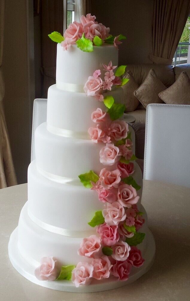 wedding cakes and more .We provide top quality designer cakes,cupcakes and cookies.