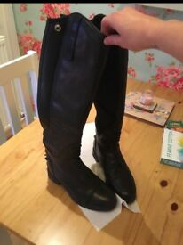 Size 4 long arial riding boots